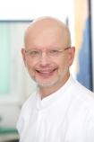 "Portrait Dr. med Dent. Ulrich Koberg, Dres. Maria Theresia & Dr. Ulrich Koberg & Dennis Becker, Zahnärzte vor dem ""Marienthore"", Minden, Zahnarzt, Master Of Oral Medicine in Implantology"