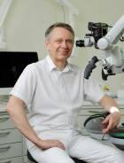 Portrait Dr. med. dent. Christoph Huhn, Dr. Huhn Zahnmedizin, Privatpraxis, Endodontie, Ästhetik und CMD-Therapie, Dessau-Roßlau, Zahnarzt