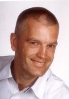 Portrait Dr. Dirk Späth, Tätigkeitsschwerpunkt Implantologie Wurzelbehandlung unter Mikroskop, Friedrichshafen, Zahnarzt, Tätigkeitsschwerpunkt Implantologie, , Wurzelbehandlung unter Mikroskop