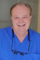 Portrait Dr. Rüdiger Schrott, Zahnarztpraxis Dr. Schrott & Partner, Kompetenz durch Spezialisierung, Nürnberg, Zahnarzt
