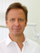 Portrait Dr. med. dent. Marcus Nowak, Berlin, Zahnarzt, Oralchirurg, Master of Science Implantologie, , Master of Science Orale Chirurgie