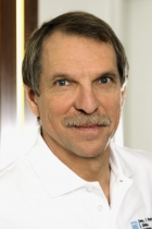 Portrait Dr. Friedemann Petschelt, Zahnarzt Gemeinschaftspraxis Dr. Petschelt und Kollegen, Lauf a. d. Pegnitz, Zahnarzt, Oralchirurg