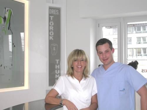 , Dr. (Uni Szeged) Melinda Török, Zahnarztpraxis Dres. Török & Thumm, Nürnberg, Zahnärztin