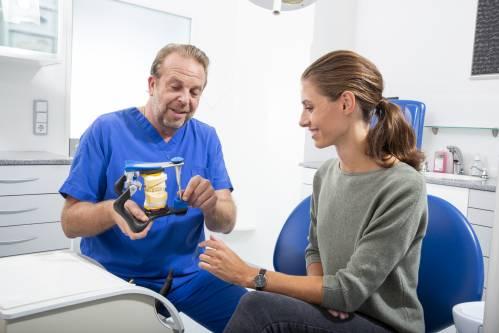 , Dr. Gilbert Vanderborght, Praxisklinik für Mund-Kiefer-Gesichtschirurgie Dr. Gilbert Vanderborght, Fürth, MKG-Chirurg